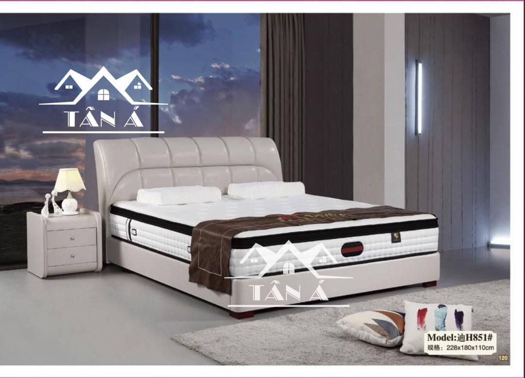 Giường ngủ gỗ tự nhiên bọc da dù mới xuất hiện nhưng có vị thế mạnh trên thị trường nội thất