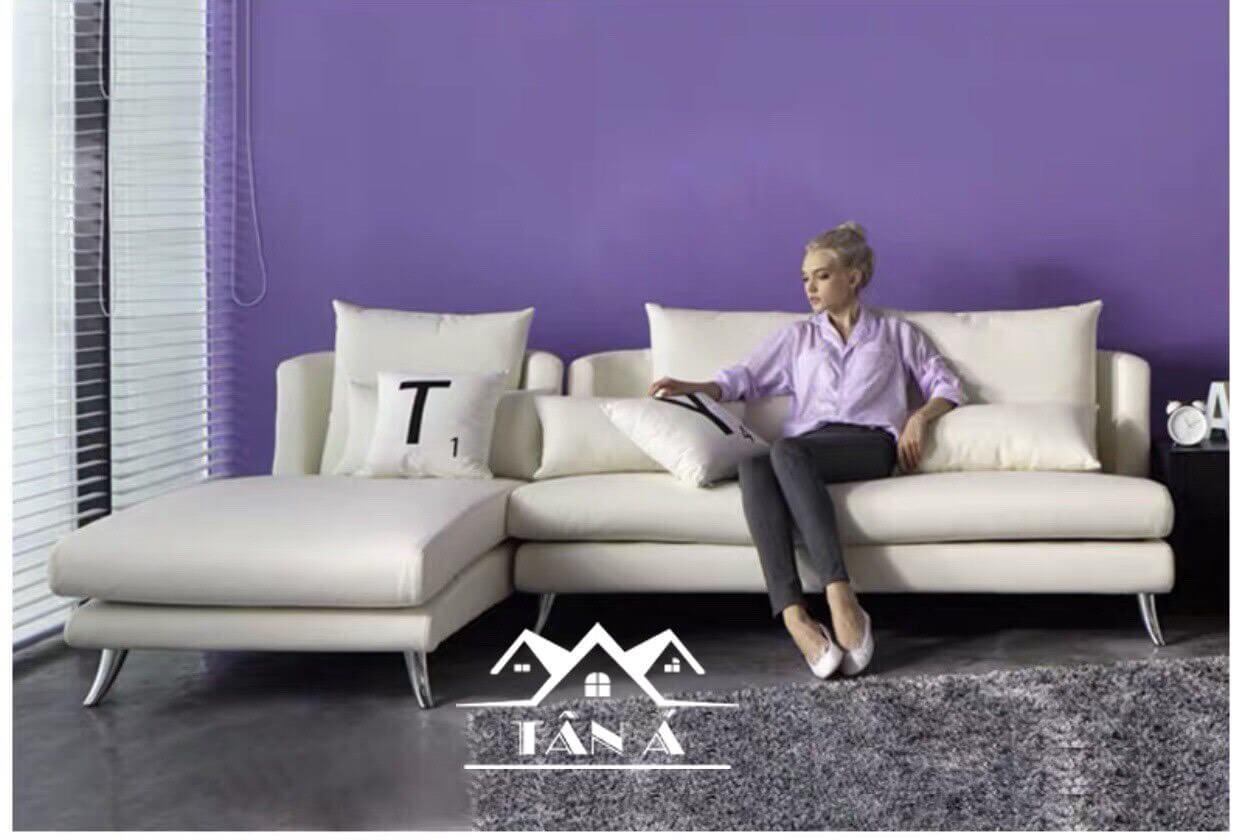 Ghế sofa góc L là mẹo trang trí phòng khách cho nhà cấp 4 đẹp mà đơn giản.